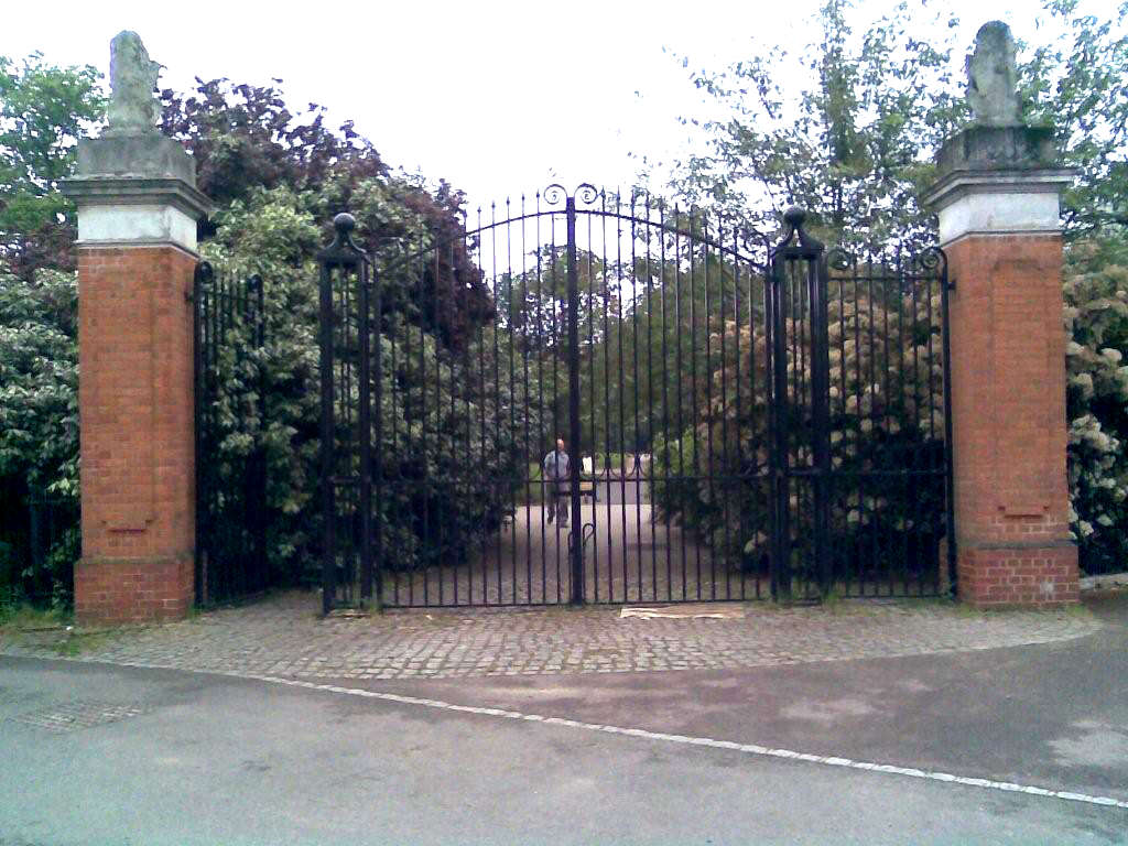 Metal Gate Repairs for Kew Gardens Surrey