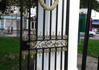cast-iron-gate-restoration-victory-sports-ground-southend-011