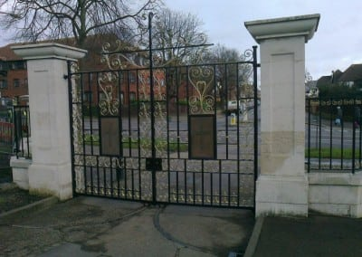 restoration-of-wrought-iron-metal-gates-and-railings-chalkwell-park-southend-on-sea-02
