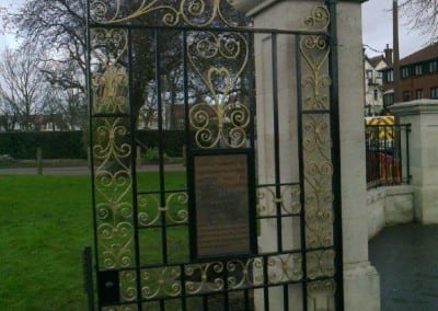 restoration-of-wrought-iron-metal-gates-and-railings-chalkwell-park-southend-on-sea-03